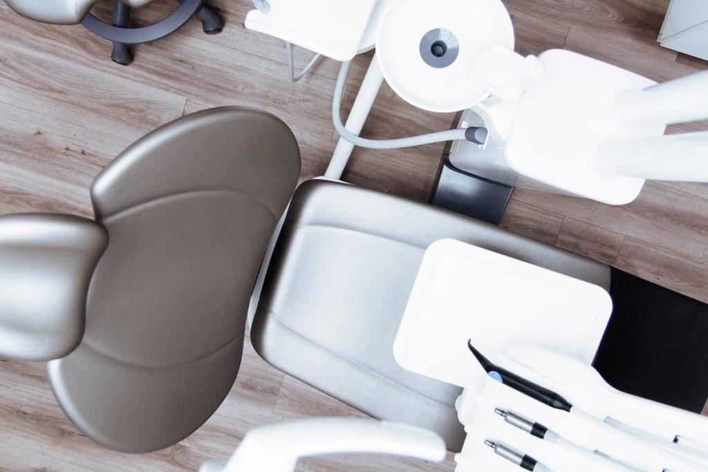 Przystępny cennik usług stomatologa